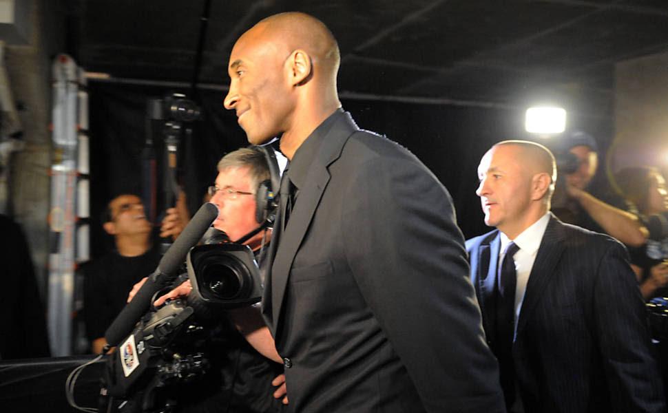 Kobe Bryant chega ao Staples Center para a partida entre Los Angeles Lakers e Utah Jazz