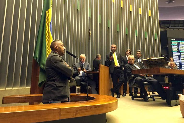 Tiririca faz seu primeiro e último discurso na Câmara em 2016