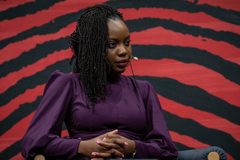 A escritora Ayobami Adebayo, durante a mesa 9 - Angico, como parte da Flip 2019, em Paraty