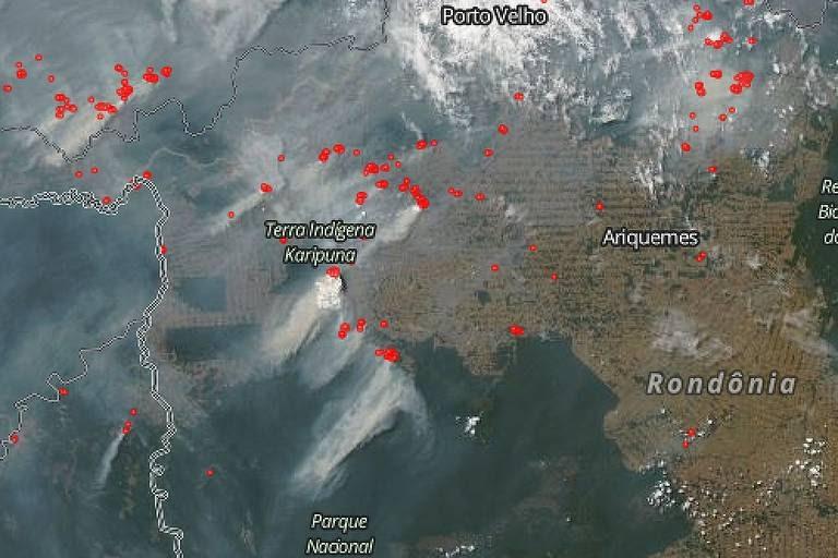Focos de incêndio e fumaça em Rondônia em 16 de agosto de 2019 - Dados de satélite do EOSDIS, programa de observação terrestre da NASA