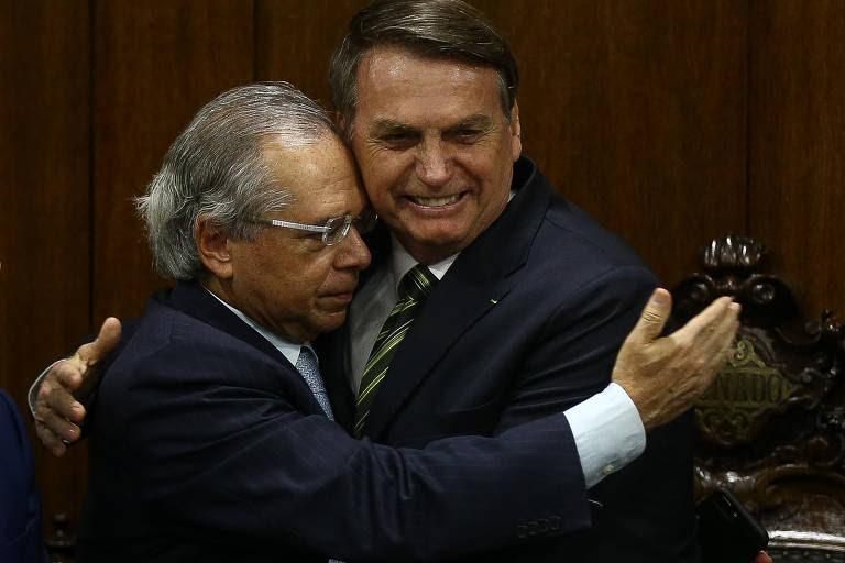 O presidente Jair Bolsonaro e o ministro da Economia, Paulo Guedes, no Senado